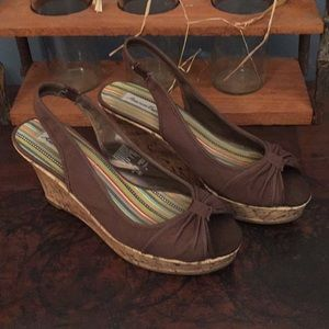 Brown American Eagle wedges size 8 EUC